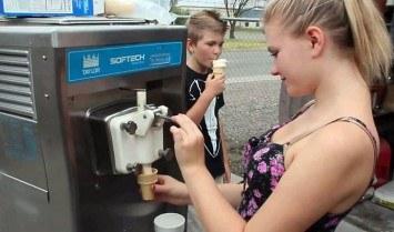 Chọn mua máy làm kem
